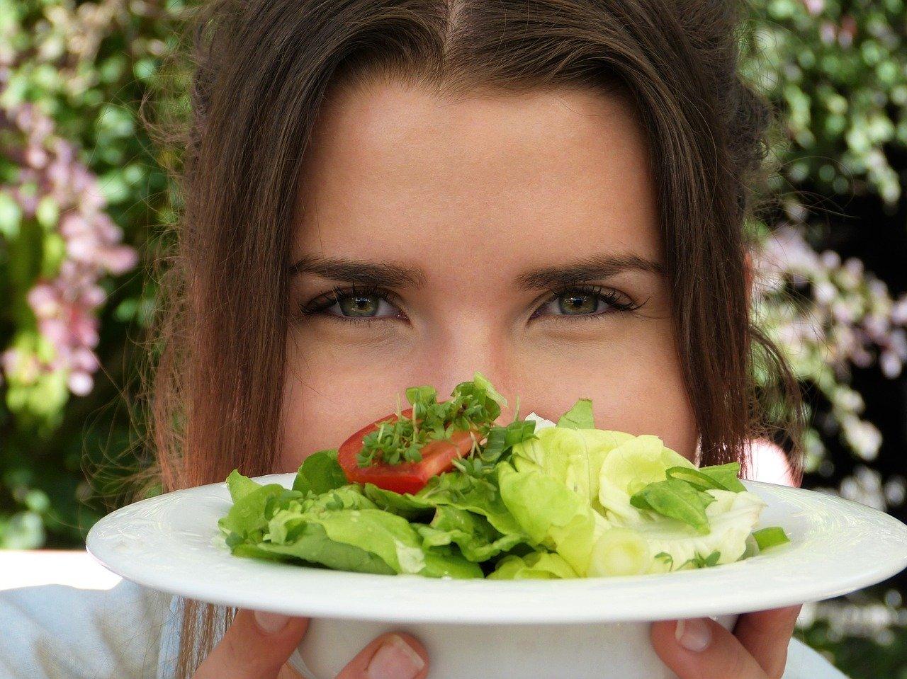 Czy weganie jedzą… – jak przygotować się do przejścia na dietę roślinną?